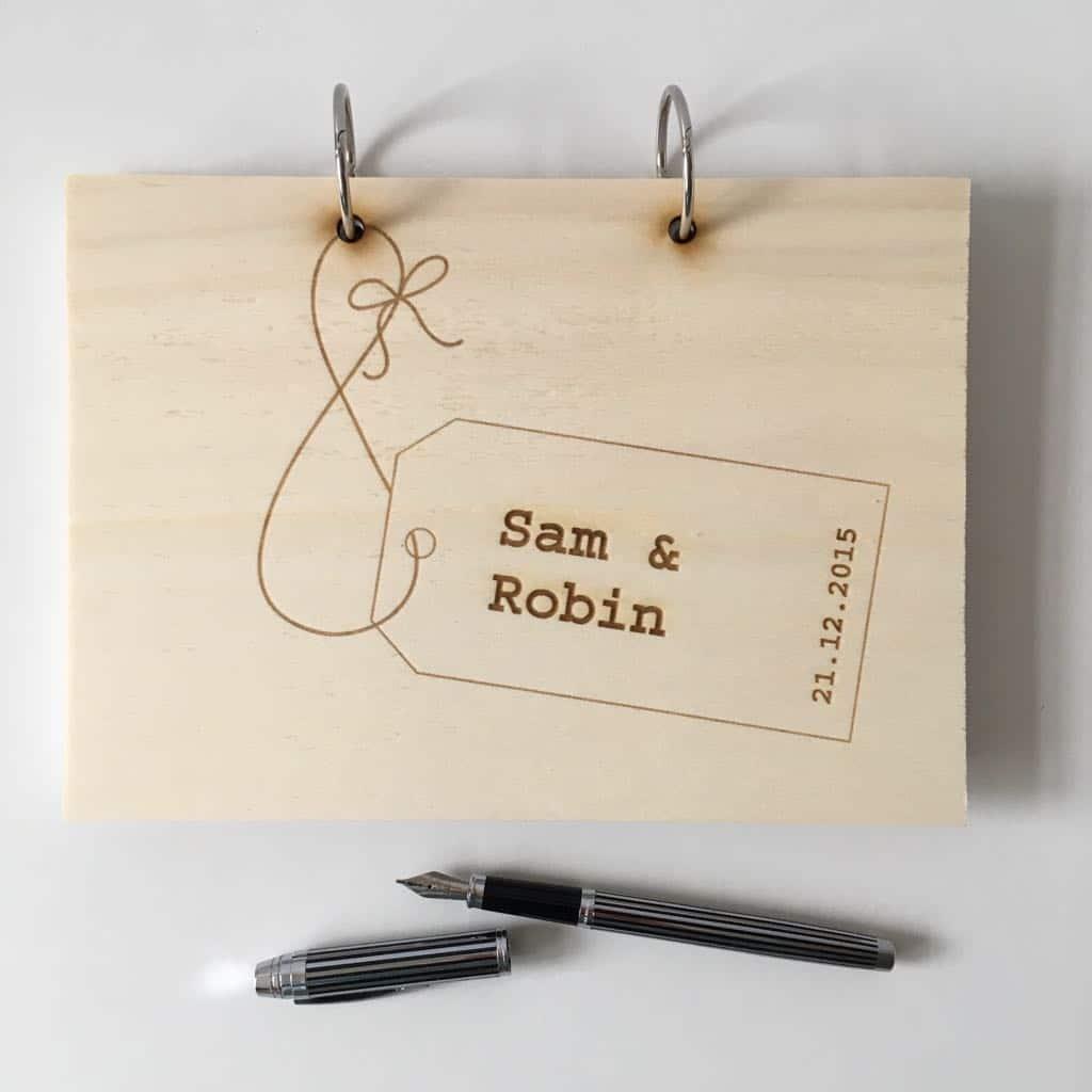 houten gastenboek label