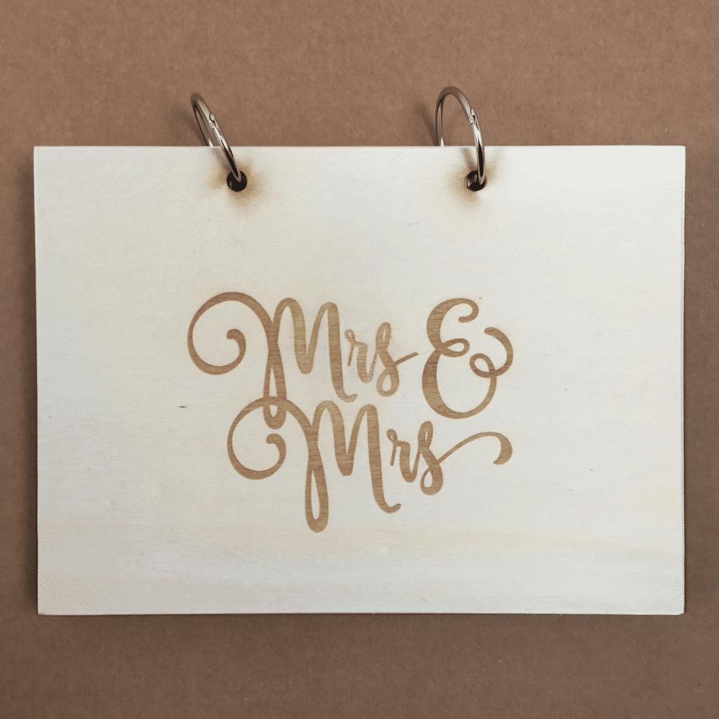 Mrs and Mrs houten kaft gastenboek