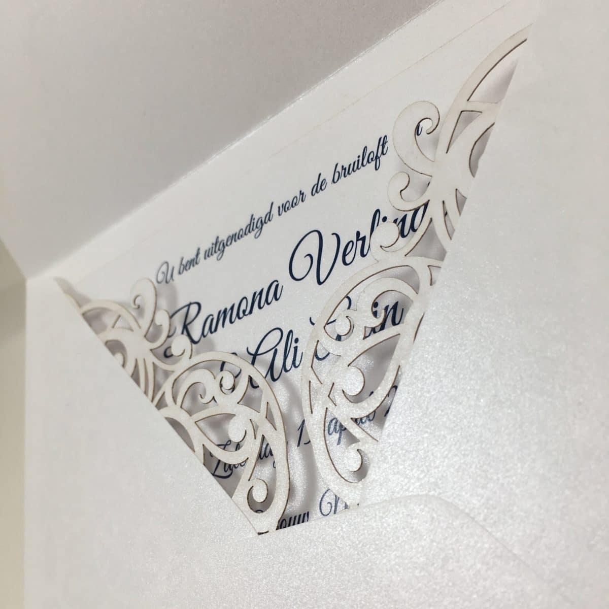 gelaserde trouwkaart envelop glans trouwkaart chic