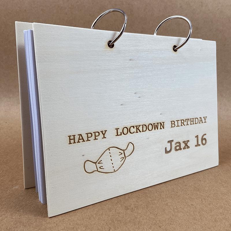 Houten boek lockdown birthday